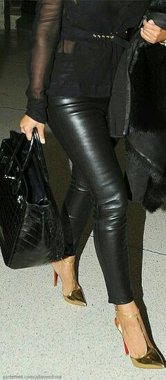 Hermes Bag, Leather Pant and Gold Shoes Estilo Fashion, Love Fashion, Winter Fashion, Womens Fashion, Fashion Trends, Fur Fashion, Fashion Black, Minimal Fashion, Paris Fashion