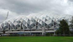 """AAMI Park (Australia) Más comunmente Conocido Como Estadio Rectangular de Melbourne, ES Sin Duda, uno de los Conceptos de Diseño Más singulares párrafo estadio de la ONU. Recientemente Inaugurado en 2010, el estadio Tiene algo especial en comparación con la majority. Aunque Cuenta con Una modesta  capacidad de 30.000 personajes, el estadio es sede de algunos adj clubes de fútbol y rugby de Melbourne. El diseño """"Bioframe"""" (Biomarco) Tiene Un techo de cúpula geodésica Que proporciona sombra"""