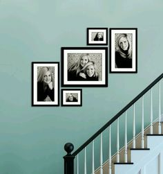 30 Wonderful Stairway Gallery Wall Ideas www.futuristarchi… 30 wundervolle Treppenhaus-Galerie-Wand-Ideen www. Stairway Pictures, Gallery Wall Staircase, Staircase Wall Decor, Stairway Decorating, Hang Pictures, Stairway Paint Ideas, Hanging Pictures On Wall, Stairway Photo Gallery, Decorating Frames
