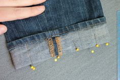 Pro Alterations: How to Shorten Jeans With the Original Hem - Annered Sewing Tutorials, Sewing Crafts, Sewing Projects, Sewing Patterns, Dress Patterns, Fabric Crafts, Hemming Jeans, Hem Jeans, Sewing Hems