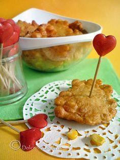 Facili e veloci frittelle di mais perfette per un aperitivo, come antipasto o nelle feste dei bambini.  Quick and easy corn fritters are perfect for an aperitif, as an appetizer or children's parties.
