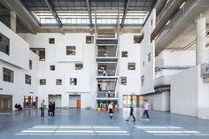 Image 26 of 34 from gallery of AOIZ Nedim Uysal Private High School / M artı D Mimarlık. Courtesy of M artı D Mimarlık Education Architecture, School Architecture, Turkey Images, Apartment Layout, School Building, Design Strategy, Too Cool For School, Atrium, Grid