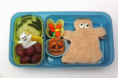 Cucumber slices, grapes, pumpkin-shaped pretzels, a few fall-colored m&ms, and a ghost-shaped jelly sandwich. Halloween Snacks, Halloween Fun, Some Fun, Lunch Ideas, Bento, Kids Meals, Cucumber, Jelly, Children Recipes