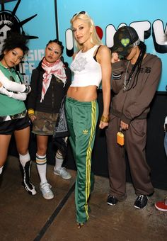 gwen stefani style Only Gwen could work Adidas track pants cropped graphic tank 2000s Fashion Trends, Early 2000s Fashion, 90s Fashion, Fashion Photo, Fashion Outfits, Celebrities Fashion, Japan Fashion, Hip Hop Outfits, Style Outfits