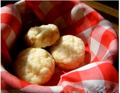 Hot-gravies and biscuits for breakfasts can be simply produced with little carbohydrates in them.  The best idea to apply while preparing low carbohydrate biscuits are to substitute sugar and flour with other ingredients that are in good physical shape i.e. they are ingredients that are healthy.