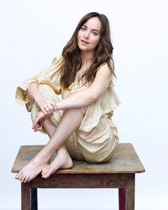Top 10 Actresses Gone Naked for Hottest Scenes Dakota Johnson Feet, Estilo Dakota Johnson, Dakota Johnson Street Style, Dakota Mayi Johnson, Stars D'hollywood, Barefoot Girls, Stand Up Comedians, Celebrity Feet, Celebrity Style