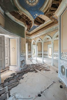 In her ongoing series, Dulcis Domus, Croatian photographer Mirna Pavlovic documents the many abandoned villas, palaces and castles across Europe, that once belonged to some of the continent's wealthiest...