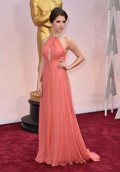 Anna Kendrick arrives at the Oscars