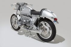 After building himself a 1973 BMW Cafe Racer, LA-based photographer Josh Withers was commissioned to restore a BMW R75/5 Cafe for someone in North Dakota who he'd never met. Shane Balkowitsch trusted Josh's work and wanted something that would match his Porsche 356, using the same paint scheme and similar design cues.