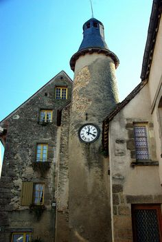 """Saint-Benoît-du-Sault (Indre) It is a medieval village, perched in a curve on a rocky butte overlooking the Portefeuille River in the former province of Berry. In 1988, it was named one of """"the most beautiful villages of France."""""""