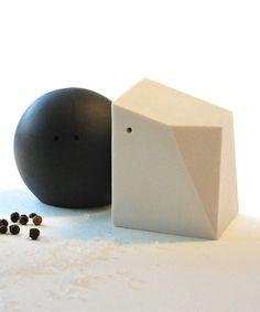 Unique Ceramic Peppercorn & Salt Crystal Shaker - Black/White *love* #kitchen #cooking #spices #home