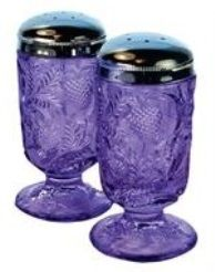 Fenton Art Glass Company - Strawberry salt & pepper shakers in violet - Gorgeous! Purple Love, All Things Purple, Purple Glass, Shades Of Purple, Purple Stuff, Fenton Glassware, Antique Glassware, Purple Kitchen, Malva