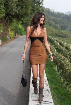 Herve Leger  Vestidos, red wings  Botines and Chanel  Bolsos