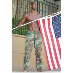 I WANNA TAKE TIME TO HONOR ALL MY VETERANS OUT THERE WHO SERVED THIS COUNTRY IM VERY THANKFUL AND GREATLY APPRECIATE YOU. HAPPY VETERANS DAY TO YOU ALL!!NOW THAT'S REAL GLADIATOR STATUS #veteransday #army #marines #navy #armyreserve #military #warvets #nationalguard #GLADIATOR #basictraining #militarymuscle #militarylife #airforce #airforcereserve
