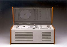 Phonosuper designed by Hans Hugelot and Dieter Rams for Braun in 1956 [Phaidon 1000 Design Classics]. Carl Sagan Cosmos, Dieter Rams, Mid Century House, Retro Futurism, Simple Designs, Home Appliances, Cool Stuff, Classic, Music