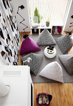 And here they are, the Awesome DIY Beanbags For Kids That They Will Love. Floor Pouf, Floor Cushions, Diy Bean Bag, Diy Pouf, Floor Seating, Diy Pillows, Soft Furnishings, Interior Design Living Room, Bean Bag Chair
