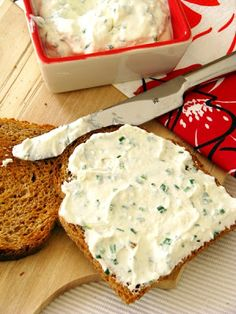 is pohár tejföl dkg) - 12 dkg feta - 3 ek frissen aprított snidling - bors A No Salt Recipes, Vegan Recipes Easy, Recipes From Heaven, Feta, Winter Food, My Favorite Food, Food Inspiration, Street Food, Healthy Snacks