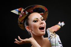 Schöne künstlerische frau | Free Photo #Freepik #freephoto #hand #bildung #frau #papier Stock Foto, Crown, Paper, Badge, Education, Woman, Nice Asses, Corona, Crowns