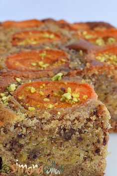 Prajitura cu caise si fistic Sweets Recipes, Meatloaf, Banana Bread, Deserts, Food, Essen, Dessert, Desserts, Yemek