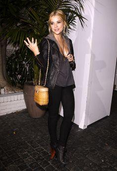 Ashley Benson -wauw ahe looks great here