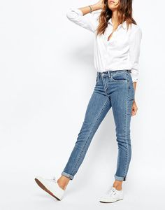How To Wear White Sneakers Outfits With Casual And Chic 32 Levis Skinny Jeans, High Jeans, Tall Jeans, Women's Jeans, Gray Jeans, Cuffed Jeans, Moda Casual, Casual Chic, Looks Style
