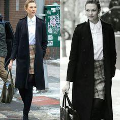 Linda inspiração de inverno da Karlie Kloss, na neve. Ela veste um mix de casacão preto, blusa social branca e saia xadrez + bolsa verde, meia calça e botas pretas. Muito fashion e criativa!♥️✨#karliekloss #creative #fashion #winterstyle