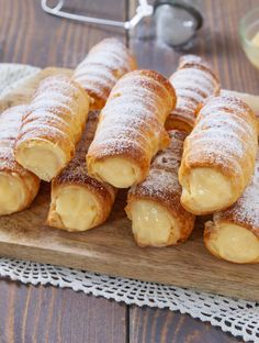 Cream cannonette in 10 minutes recipe – pastry types Italian Pastries, Sweet Pastries, Italian Desserts, Easy Desserts, Dessert Recipes, Cannoli, Almond Paste Cookies, Donuts, Bakers Gonna Bake