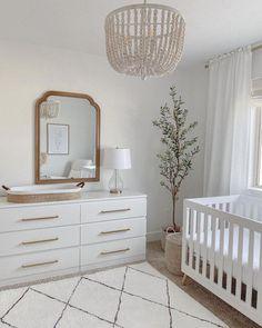 baby girl nursery room ideas 631770653966801997 - Source by juliettert Baby Room Design, Nursery Design, Baby Room Neutral, Simple Neutral Nursery, Simple Baby Nursery, Gender Neutral, Bright Nursery, Baby Nursery Decor, Project Nursery
