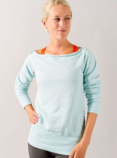 Oiselle Boatneck Sweatshirt, this would be nice for after a run when you get the chills!  @oiselle #racedaystyle