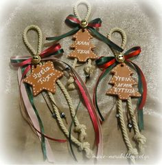 πλεκτο γουρι - Αναζήτηση Google Christmas Mood, Christmas Crafts For Kids, Xmas Crafts, Christmas Design, Rustic Christmas, Diy And Crafts, Merry Christmas, Christmas Gifts, Christmas Decorations