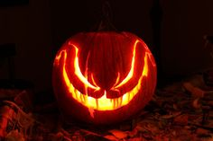 10 Amazing Halloween Decoration Ideas With Low Budget – Smart Home and Camper Scary Pumpkin Carving, Halloween Pumpkin Carving Stencils, Halloween Pumpkin Designs, Scary Halloween Pumpkins, Amazing Pumpkin Carving, Diy Halloween Decorations, Halloween Inspo, Halloween Costumes, Pumpkin Crafts