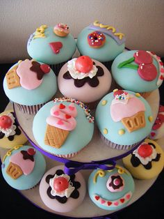These cupcakes have a very interesting theme: other actual desserts and cookies, like donuts or ice cream. Cupcakes Cool, Cupcakes Design, Beautiful Cupcakes, Sweet Cupcakes, Sundae Cupcakes, Decorated Cupcakes, Themed Cupcakes, Birthday Cupcakes, Cake Pops