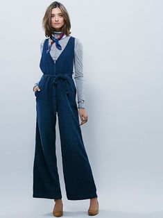 wide leg and one-piece and denim. 3 things in one. how cool is that? oh and it looks very 70s, too. :)
