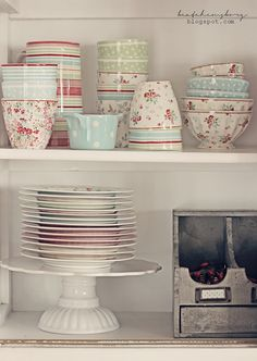 Shabby Cottage Dishes - via  beatehemsborg: lurt...