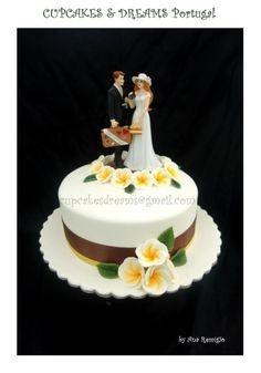 SURPRISE WEDDING CAKE - Cake by Ana Remígio - CUPCAKES & DREAMS Portugal