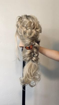 Blonde boho topsy tail braid with chunky Dutch braid # side Braids with flowers Boho rapunzel braid 🦋 Wedding Hairstyles For Long Hair, Braids For Long Hair, Wedding Hair And Makeup, Bride Hairstyles, Easy Hairstyles, Bridal Hair Up, Wedding Hair Side, Blonde Braids, Princess Hairstyles