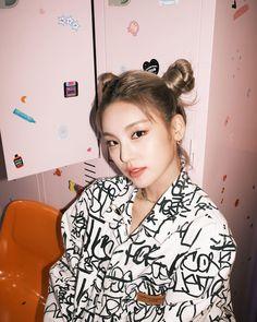 Kpop Girl Groups, Korean Girl Groups, Kpop Girls, My Girl, Cool Girl, Kpop Fashion, South Korean Girls, Girl Crushes, Idol