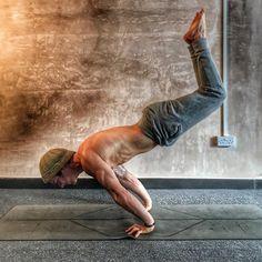 Shirtless Guys Doing Yoga | POPSUGAR Celebrity