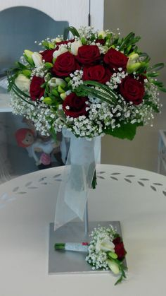 Ram de núvia amb roses vermelles
