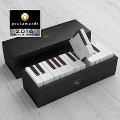 piano-cake Gift giving has been taken up a notch or two, particularly in the age of unboxing videos – packaging has to now be an artform itself. In fact, Wrapping Ideas, Creative Gift Wrapping, Creative Gifts, Creative Gift Packaging, Cake Packaging, Cardboard Packaging, Packaging Design, Diy Wedding Gifts, Diy Gifts