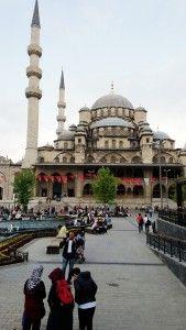Kapalı Çarşı' da Zamanda Kaybolmak. Kaç defa gittiğinizi hatırlamak kolay değildir. Özellikle İstanbul' da oturuyorsanız işiniz olmasa da yolunuz düşmese de tarihi