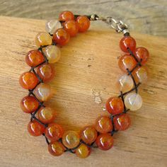 Pulseira com 3 fios (entrançada) - CARNELIAN DOUBLE BRAIDED BRACELET - Rust colored carnelian beads braided on black Irish linen with sterling silver hook clasp. Look of a double strand, but in one neat package.- loja RuthBeattie