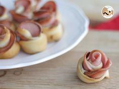 Una magnifica idea per l'aperitivo. Una ricetta semplice e di grande effetto! - Ricetta Stuzzicherie : Fiori di pizza alla mortadella da Petitchef_IT