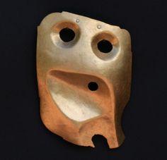 Warwick Freeman (New Zealand), Mask, 2007, brooch, fine gold