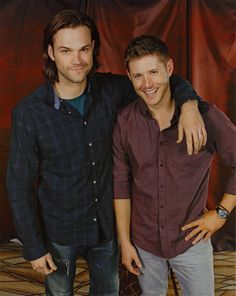 Jared and Jensen photo from VegasCon2014 <---It's bizarre to me just how much taller Jared is than Jensen!