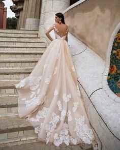 "Polubienia: 623, komentarze: 4 – MillaNova™ (@millanova_official) na Instagramie: ""All the strength of beauty assembled in this Delicia dress#MillaNova #weddinggown #weddingdress…"""
