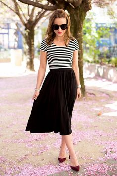 I love this Parisian look. From the top to the skirt to the burgundy shoes!