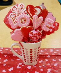 Valentines Cookie Bouquet (Cake-Angel) Tags: pink red white black flower love cookies hearts cookie heart o royal valentine double sugar v e valentines l sugarcookie cookiebouquet royalicing feathering colorflow doublehearts colorflowicing wetonweticing runinicing cookieblossom