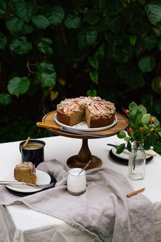 hawaij-spiced-apple-streusel-cake_1