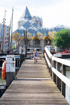 Cube houses as seen from the Old Harbor in Rotterdam | Krychlové domy při pohledu ze starého přístavu v Rotterdamu